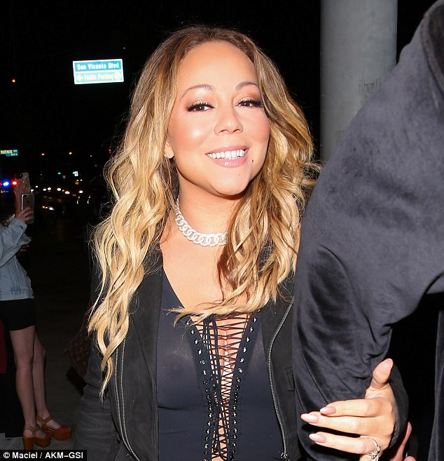 Mariah Carey shows her nipples