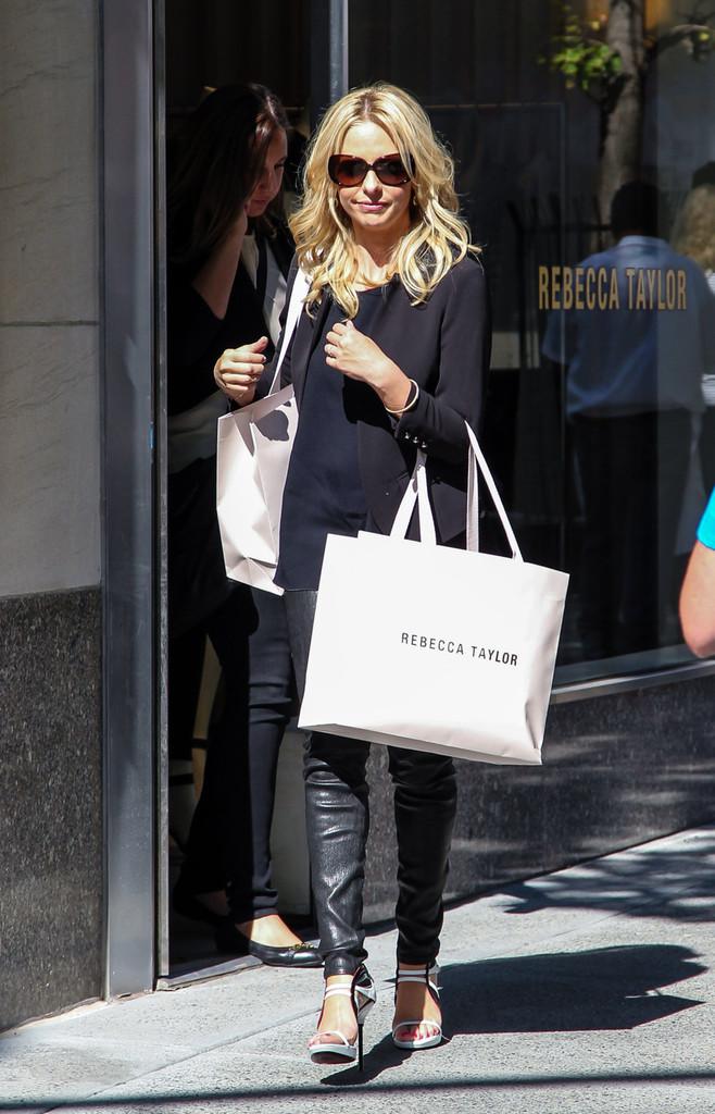 Sarah+Michelle+Gellar+seen+shopping+Rebecca+caA80GYcqHyx.jpg