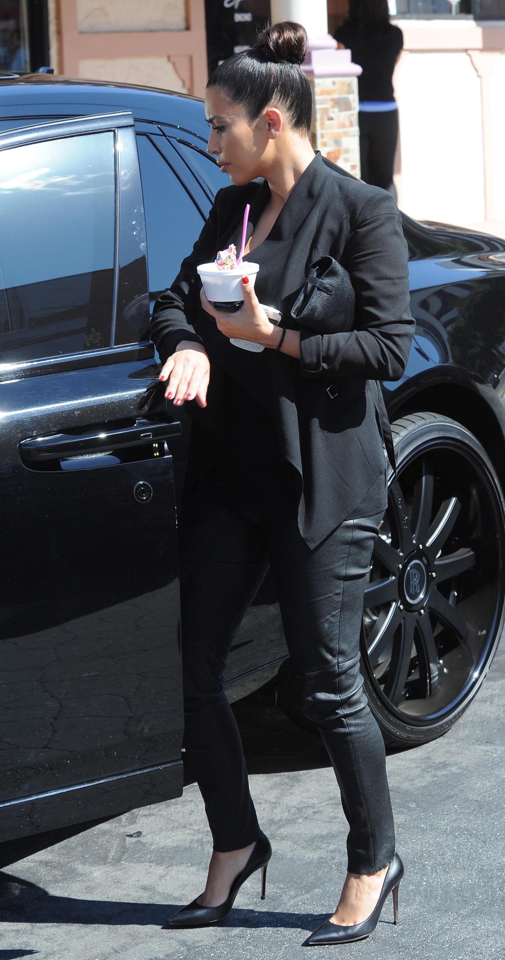 celebrity-paradise.com-The Elder-Kim_Kardashian _11_.jpg