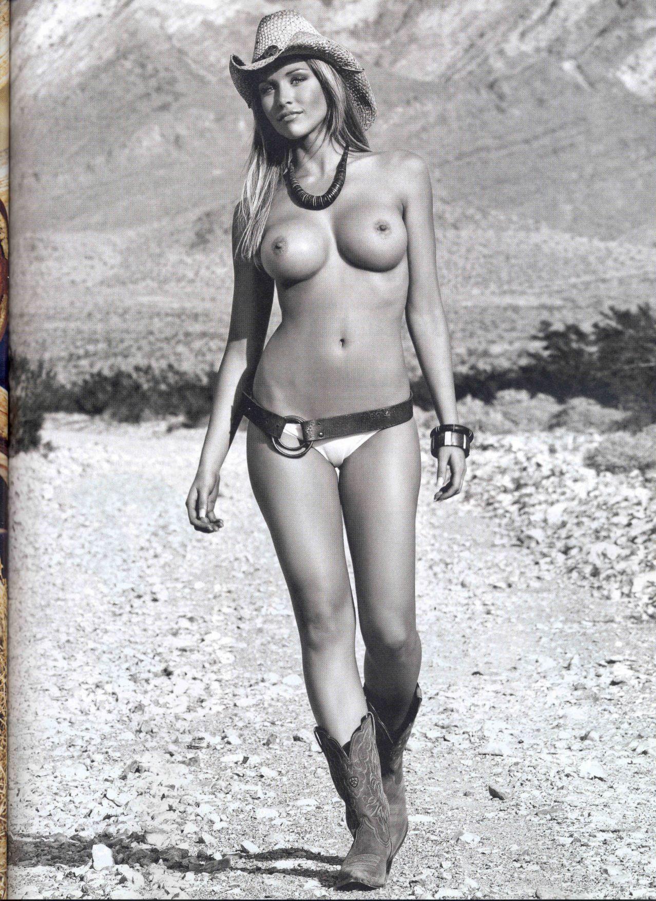 Playboy_4-2007_Slovenia_Scanof.net_045.jpg