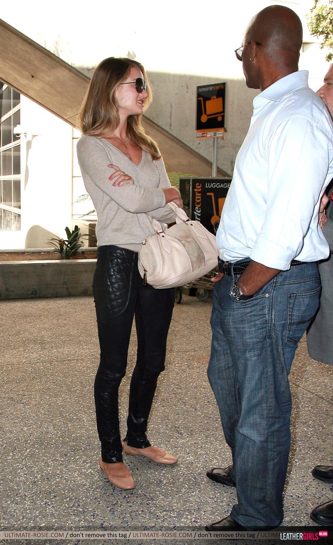 Rosie Huntington-Whiteley was spotted arriving back in LA leathergirlsblog-com- (11).jpg