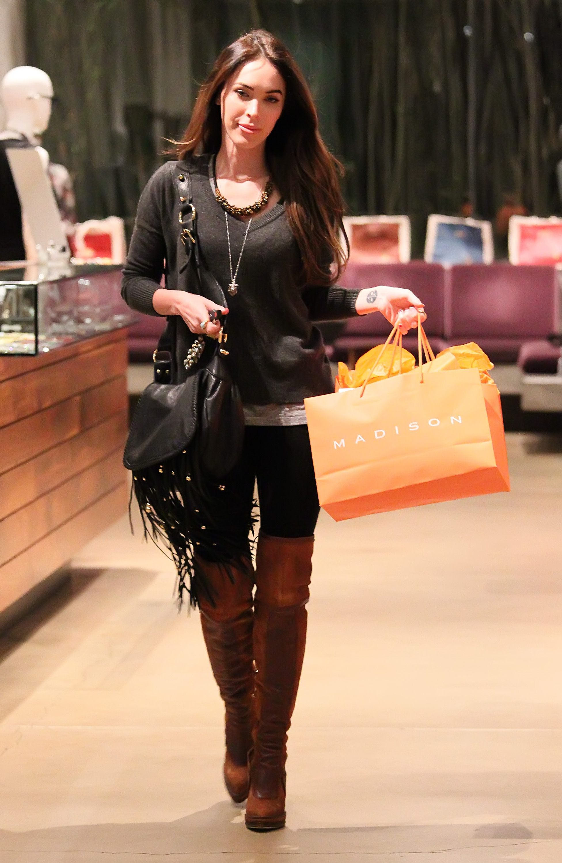 Tikipeter_Megan_Fox_shopping_at_Madison_boutique_050.jpg
