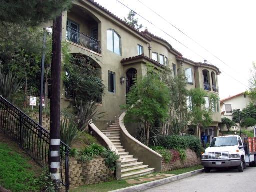 Her home in studio city  2008007.jpg