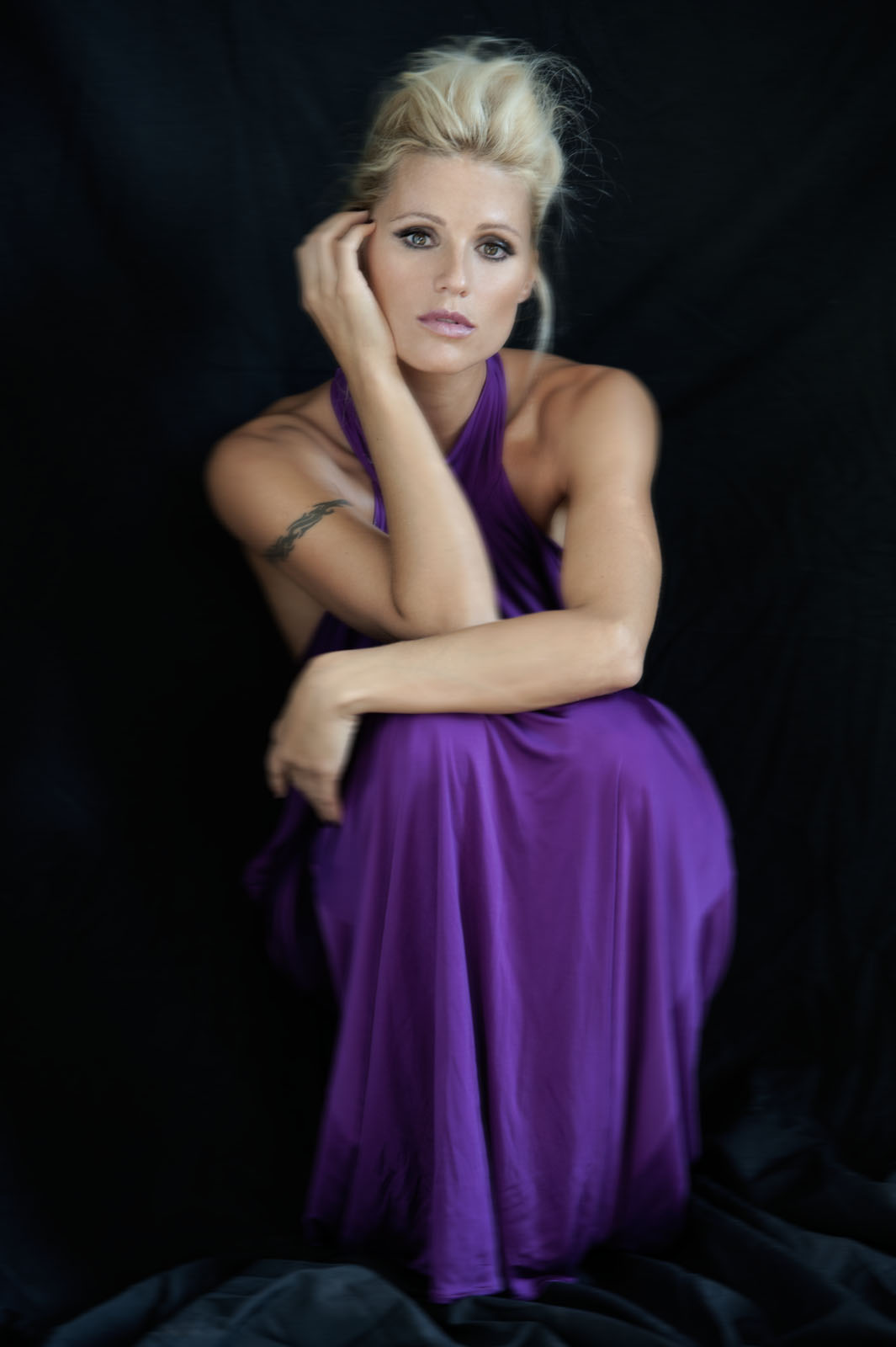 Preppie_Michelle_Hunziker_2011_studio_photoshoot_6.jpg