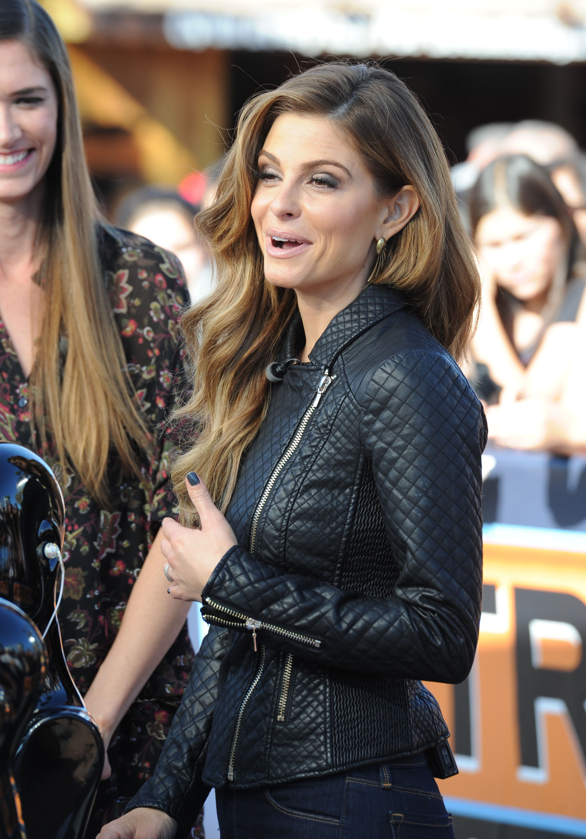 Maria Menounos on Extra Set December 1014.jpg