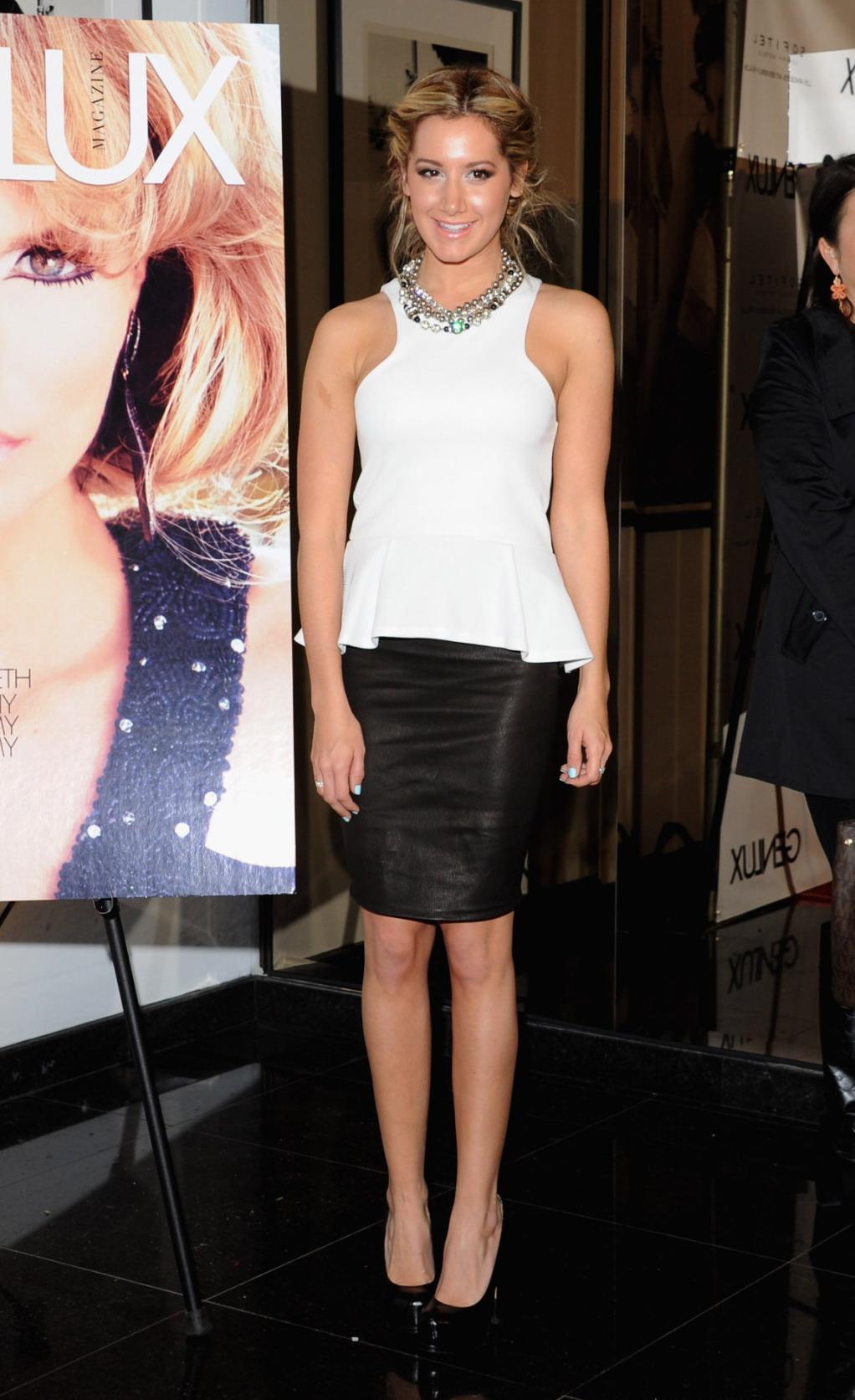 Ashley Tisdale - New Bar Riviera 31_0010.jpg