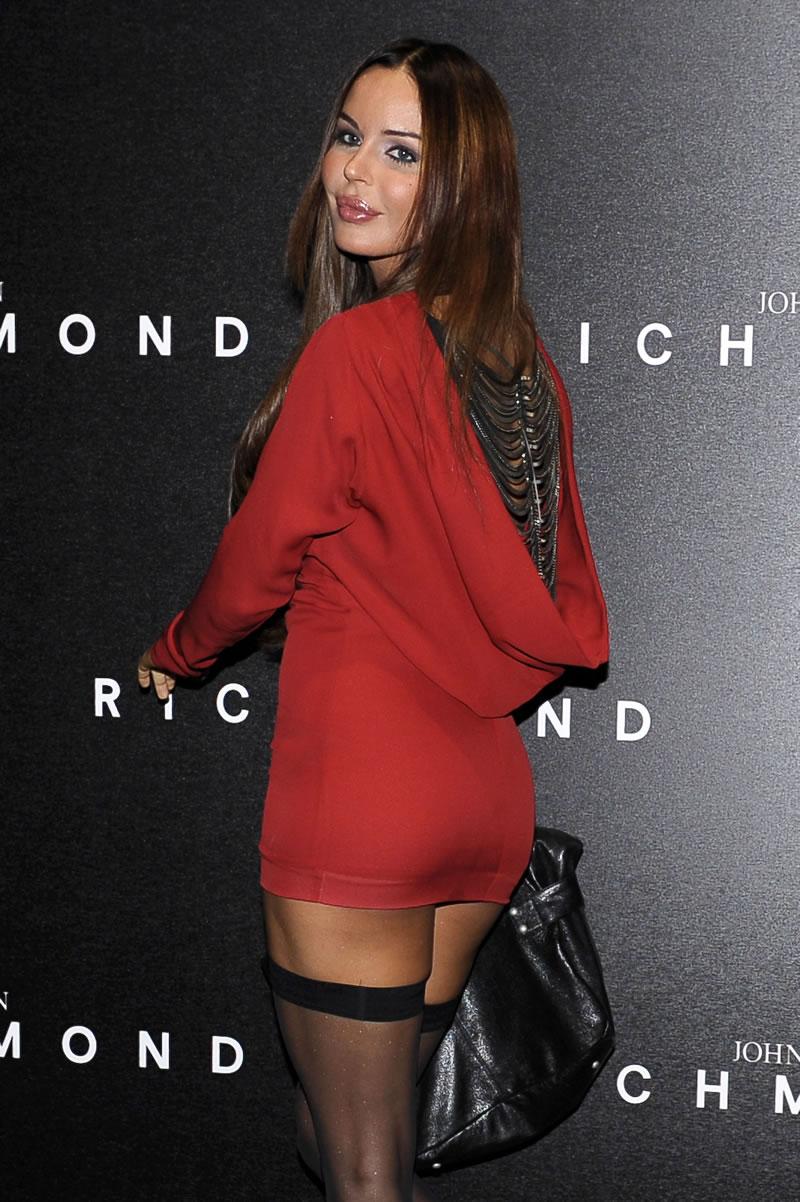 Nina Moric - arriving to the John Richmond SpringSummer (5).jpg
