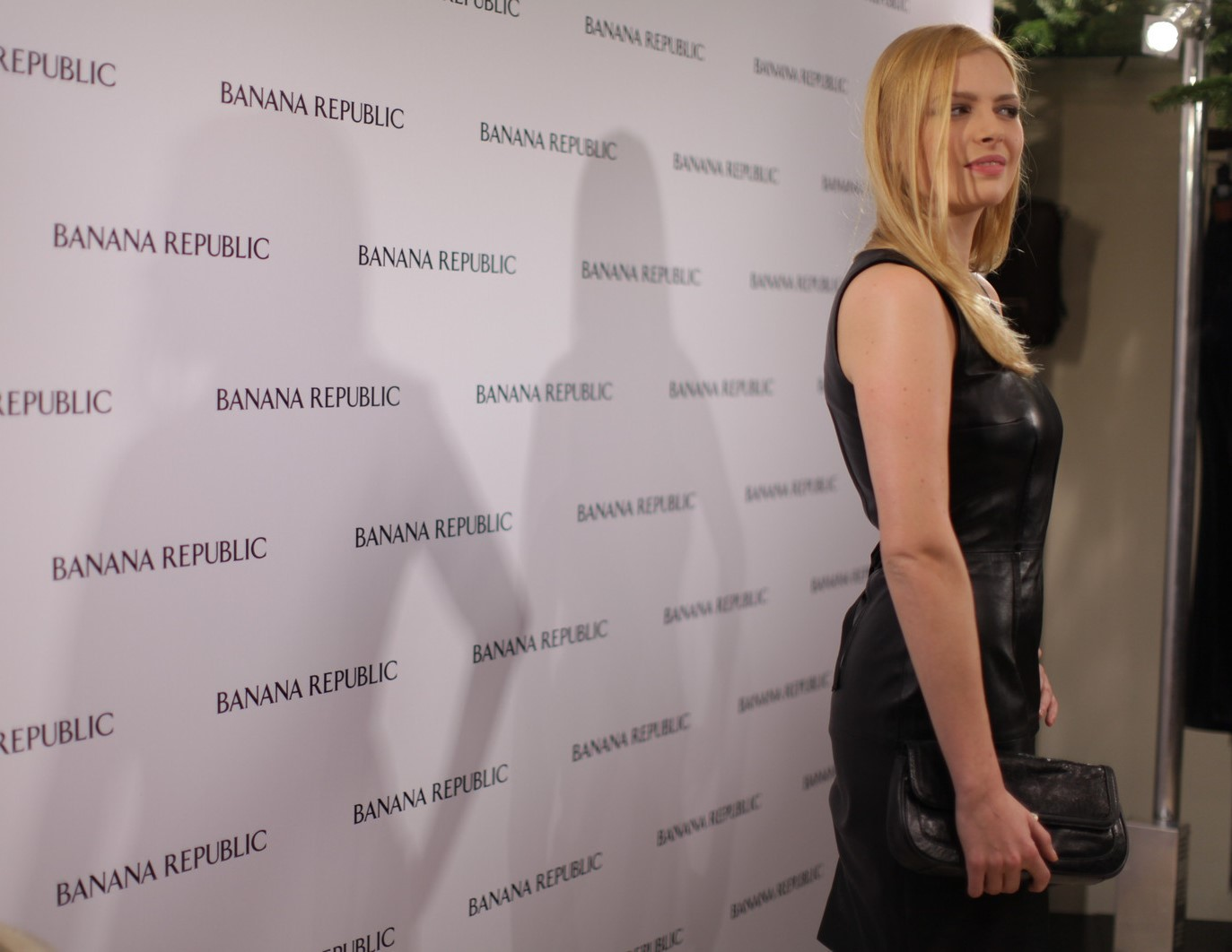 Elodie Frégé à l'inauguration de la boutique Banana Republic à Paris le 7 décembre 2011 e.jpg