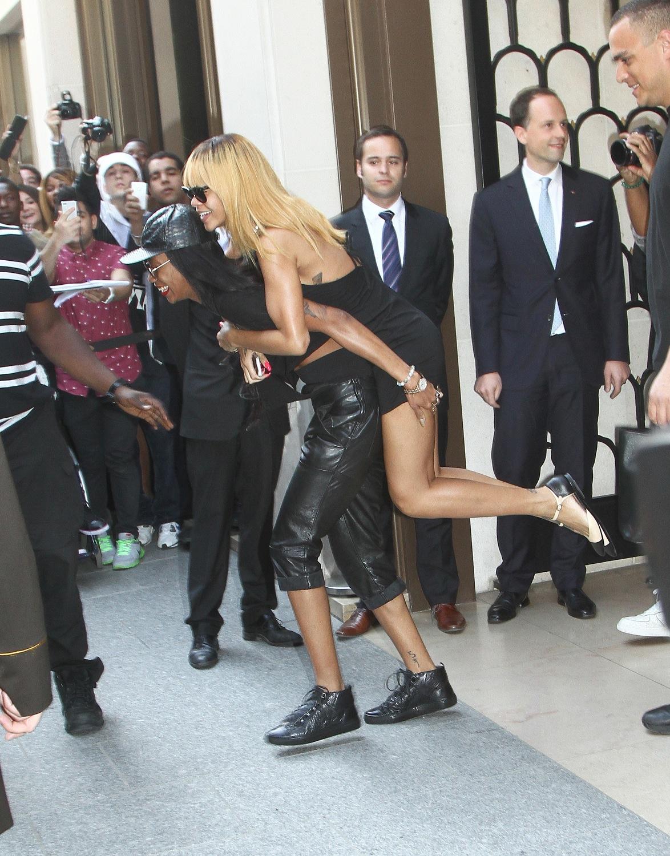 Rihanna leaving her hotel in Paris in Paris 5.6.2013_18.jpg