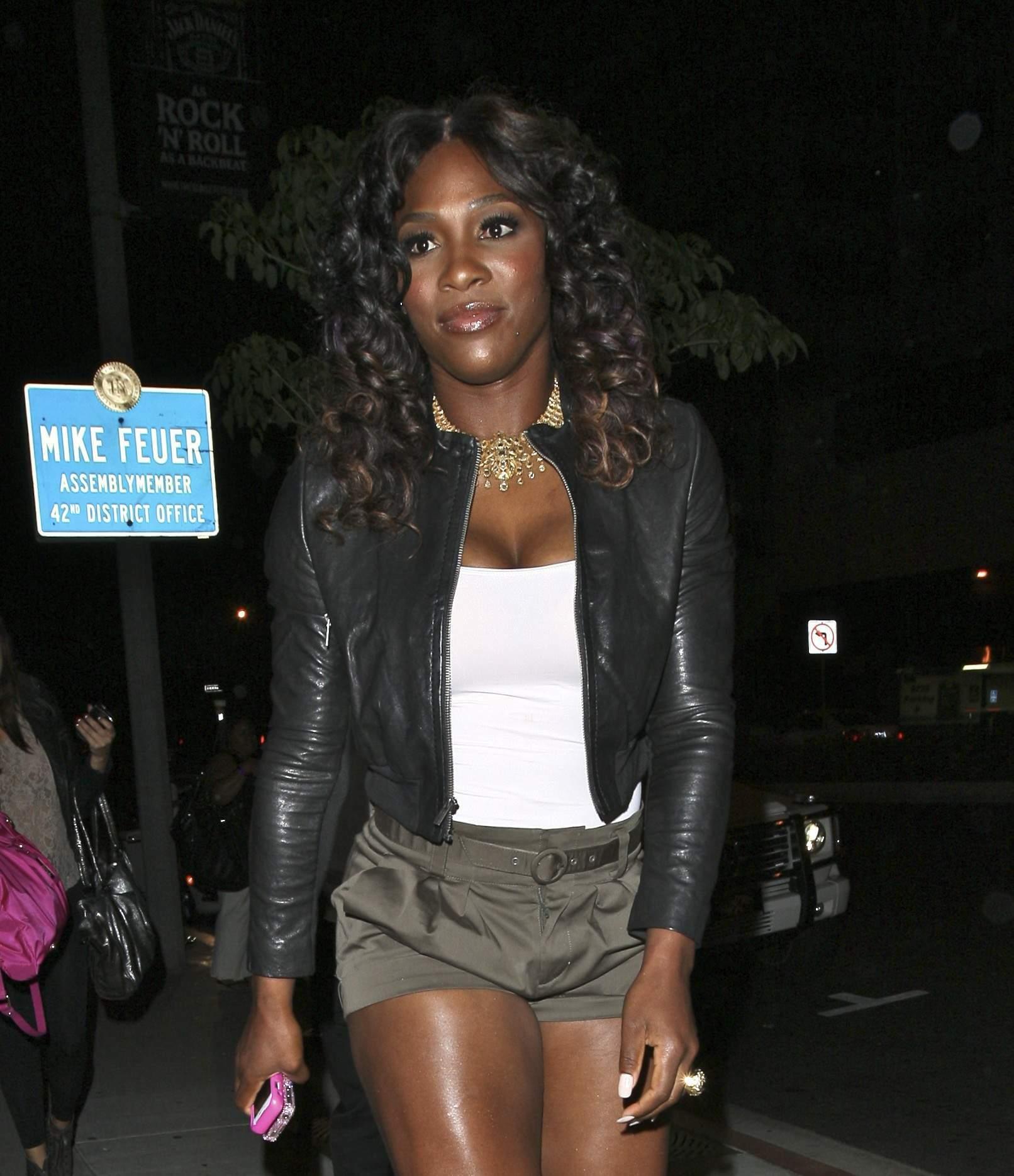 Serena Williams BoaSteakhouseJuly13201115_123_90lo.jpg