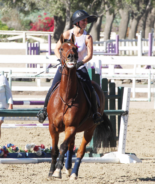 Kaley Cuoco horse riding LA 102414 18.jpg