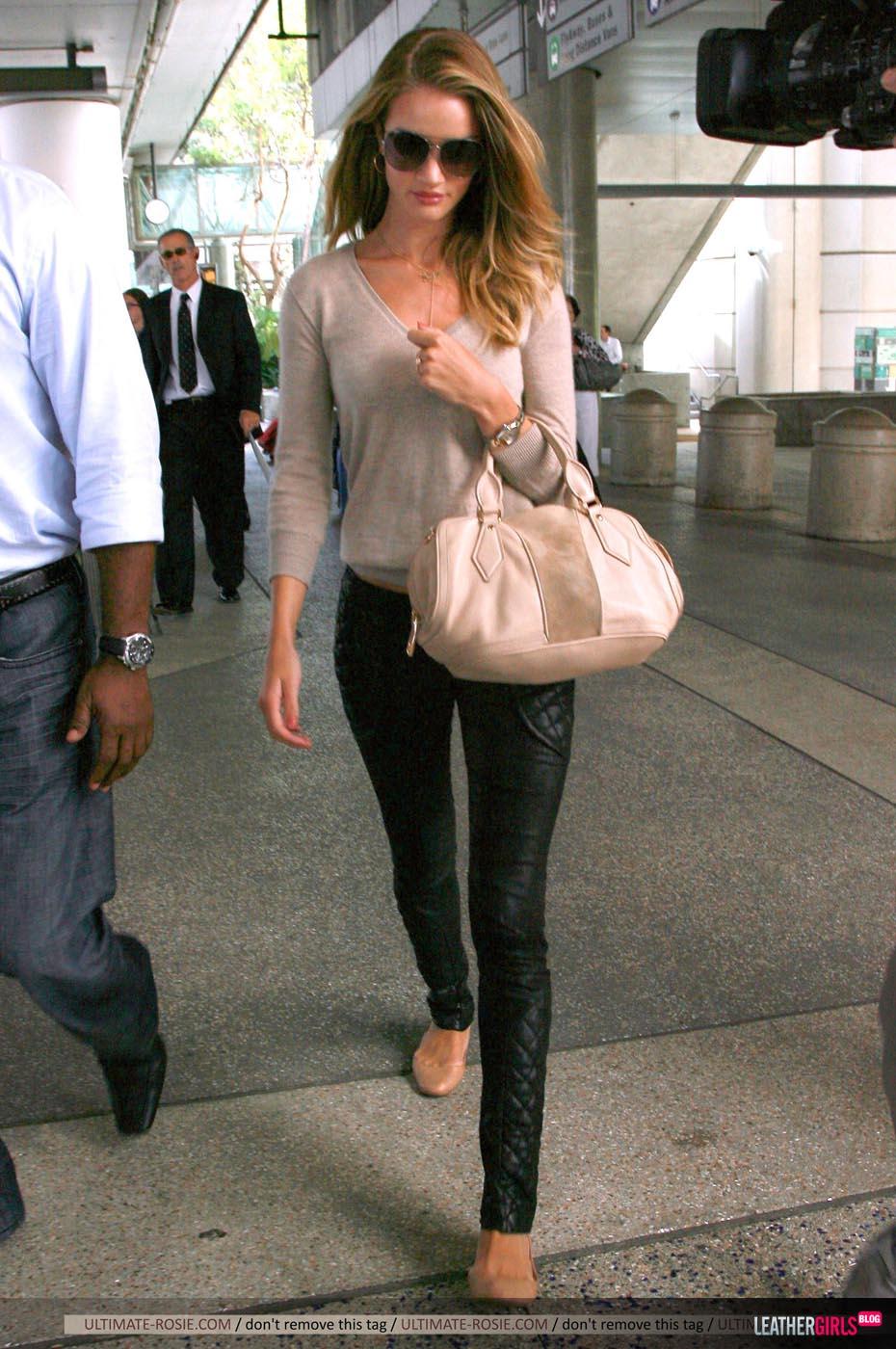 Rosie Huntington-Whiteley was spotted arriving back in LA leathergirlsblog-com- (4).jpg