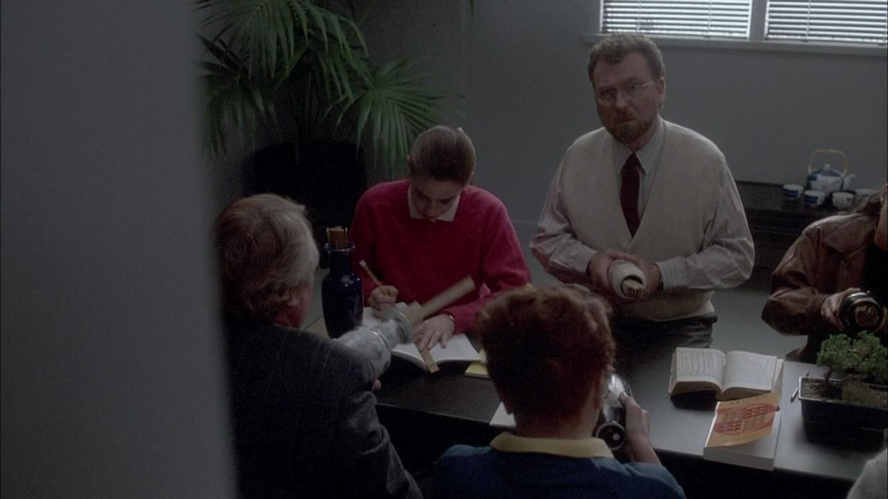 Columbo.S08E04.1989.Grand.Deceptions.720p.BluRay.mkv_snapshot_00.34.47_[2014.10.11_00.15.18].jpg