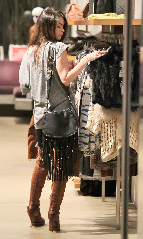 Tikipeter_Megan_Fox_shopping_at_Madison_boutique_010.jpg