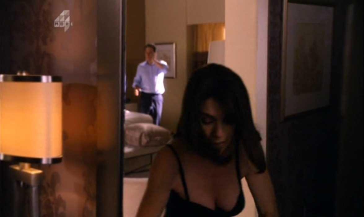 Julianna Margulies Cleavage The Good Wife (4).jpg