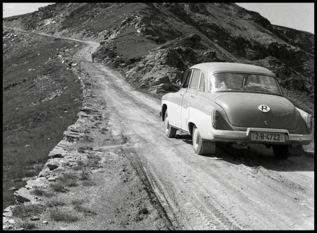 GALERIE-FOTO-Imagini-inedite-de-pe-Transalpina-Cum-arata-cel-mai-inalt-drum-din-tara-in-1968-1417419