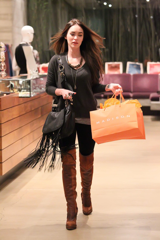 Tikipeter_Megan_Fox_shopping_at_Madison_boutique_051.jpg