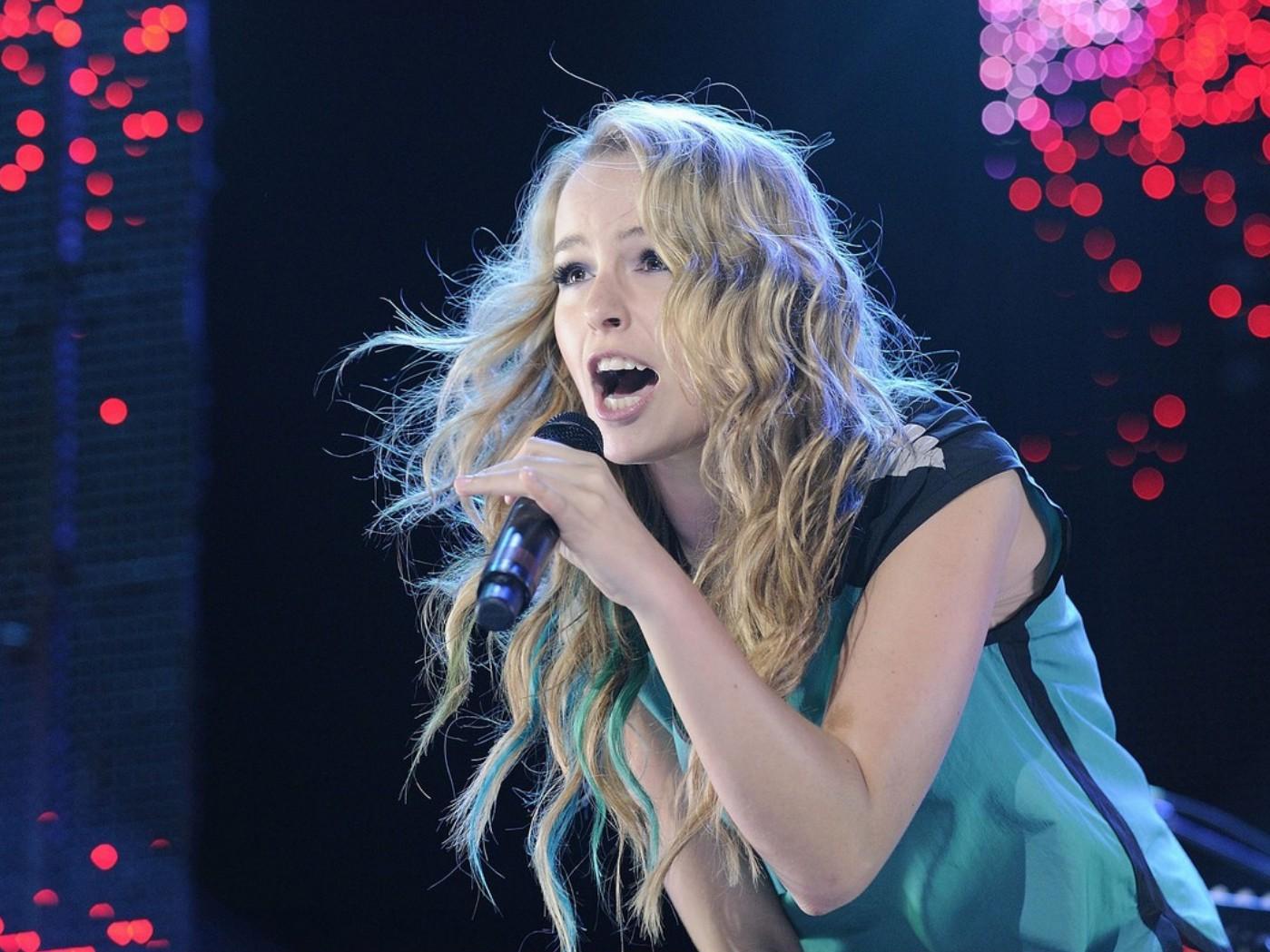 Bridgit_Mendler_Performance_Toronto_August_26_2012_ (19).jpg