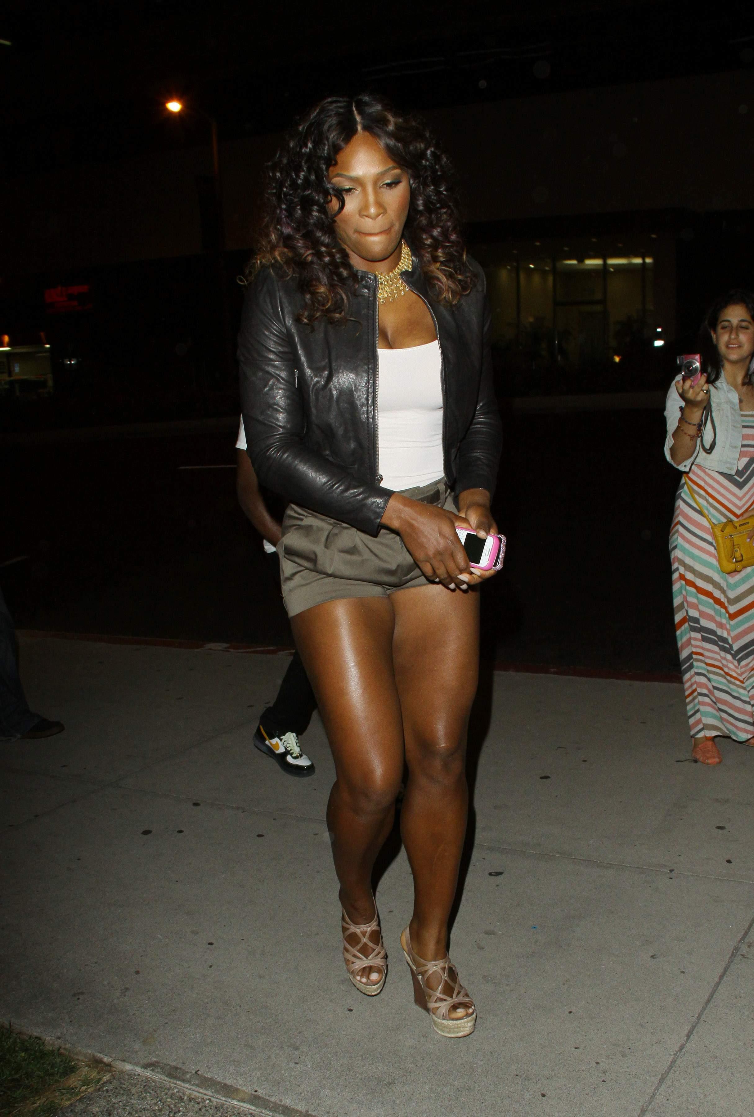 Serena Williams BoaSteakhouseJuly13201115_123_103lo.JPG
