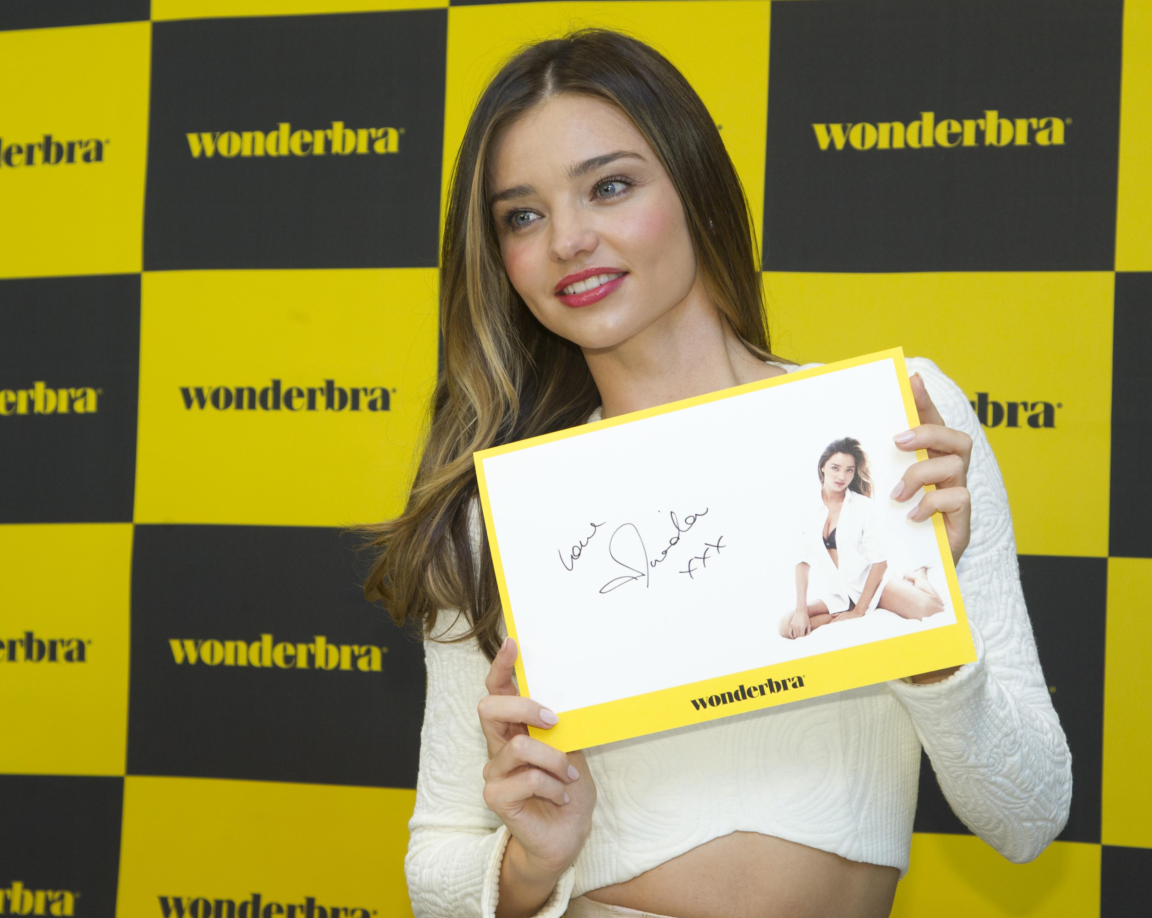 Miranda Kerr Wonderbra launch Seoul 101514_18.jpg