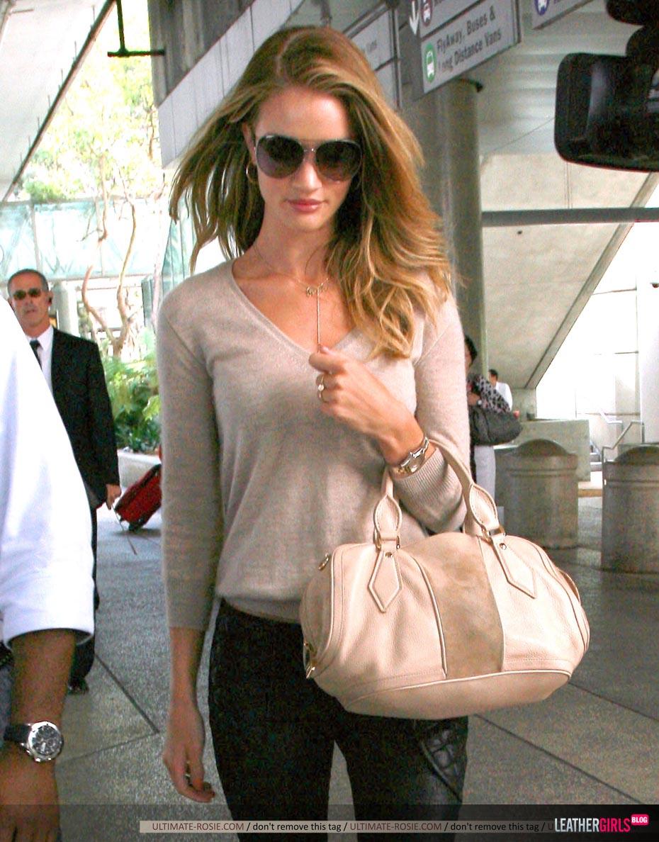 Rosie Huntington-Whiteley was spotted arriving back in LA leathergirlsblog-com- (2).jpg