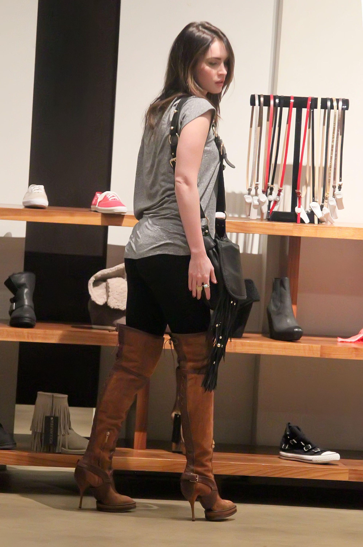 Tikipeter_Megan_Fox_shopping_at_Madison_boutique_014.jpg