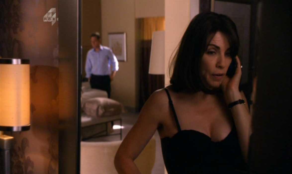 Julianna Margulies Cleavage The Good Wife (6).jpg
