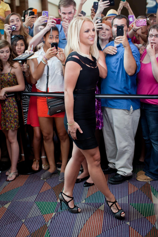 90005_Britney_Spears_The_X_Factor_Season_2_Auditions_Greensboro_NC-CD.jpg