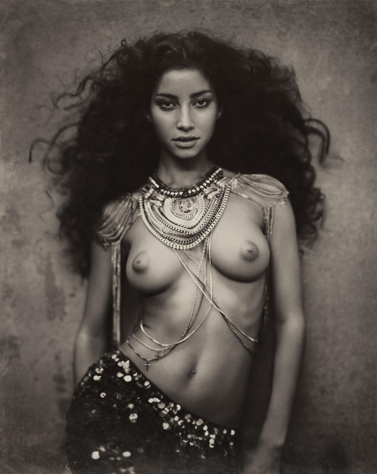 52489990299 - la perle de tahiti oct 2012 diamonds pearls.jpg