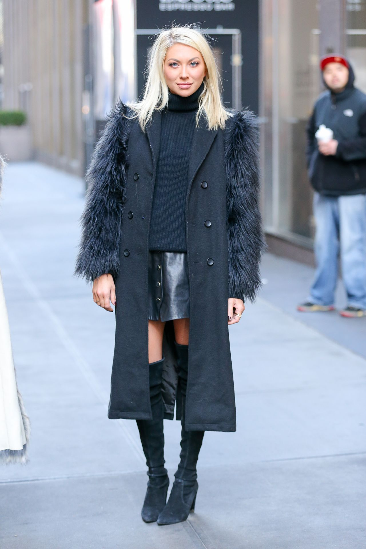 stassi-schroeder-wearing-a-black-stylish-outfit-as-leaving-siriusxm-radio-in-nyc-1-11-2017-6.jpg