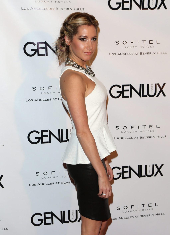 Ashley Tisdale - New Bar Riviera 31_0001.jpg