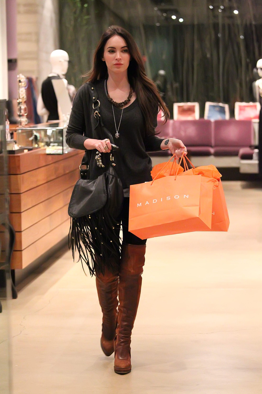 Tikipeter_Megan_Fox_shopping_at_Madison_boutique_055.jpg