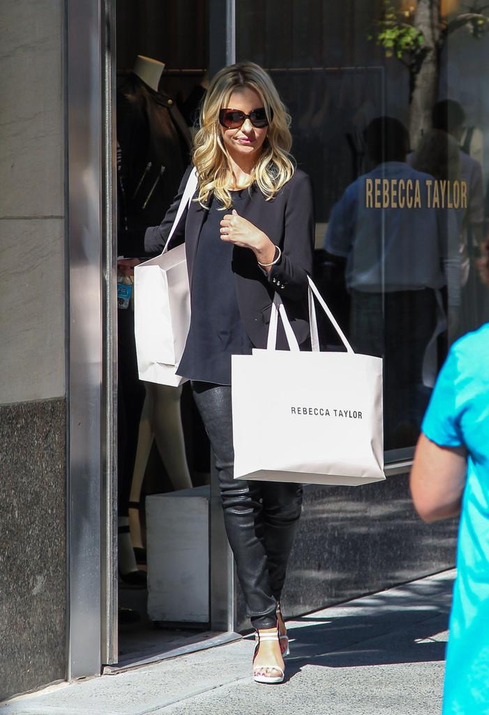 Sarah+Michelle+Gellar+seen+shopping+Rebecca+Qqyp5b4H67Yx.jpg