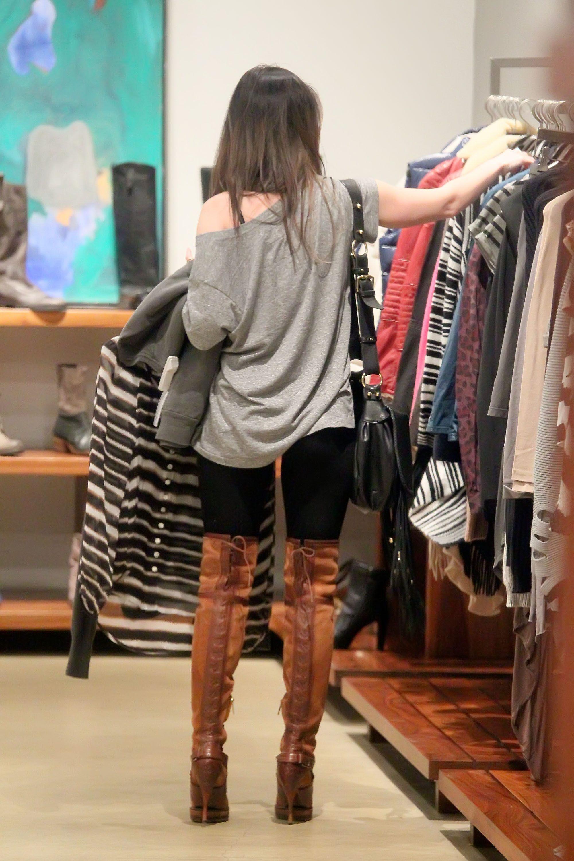 Tikipeter_Megan_Fox_shopping_at_Madison_boutique_004.jpg