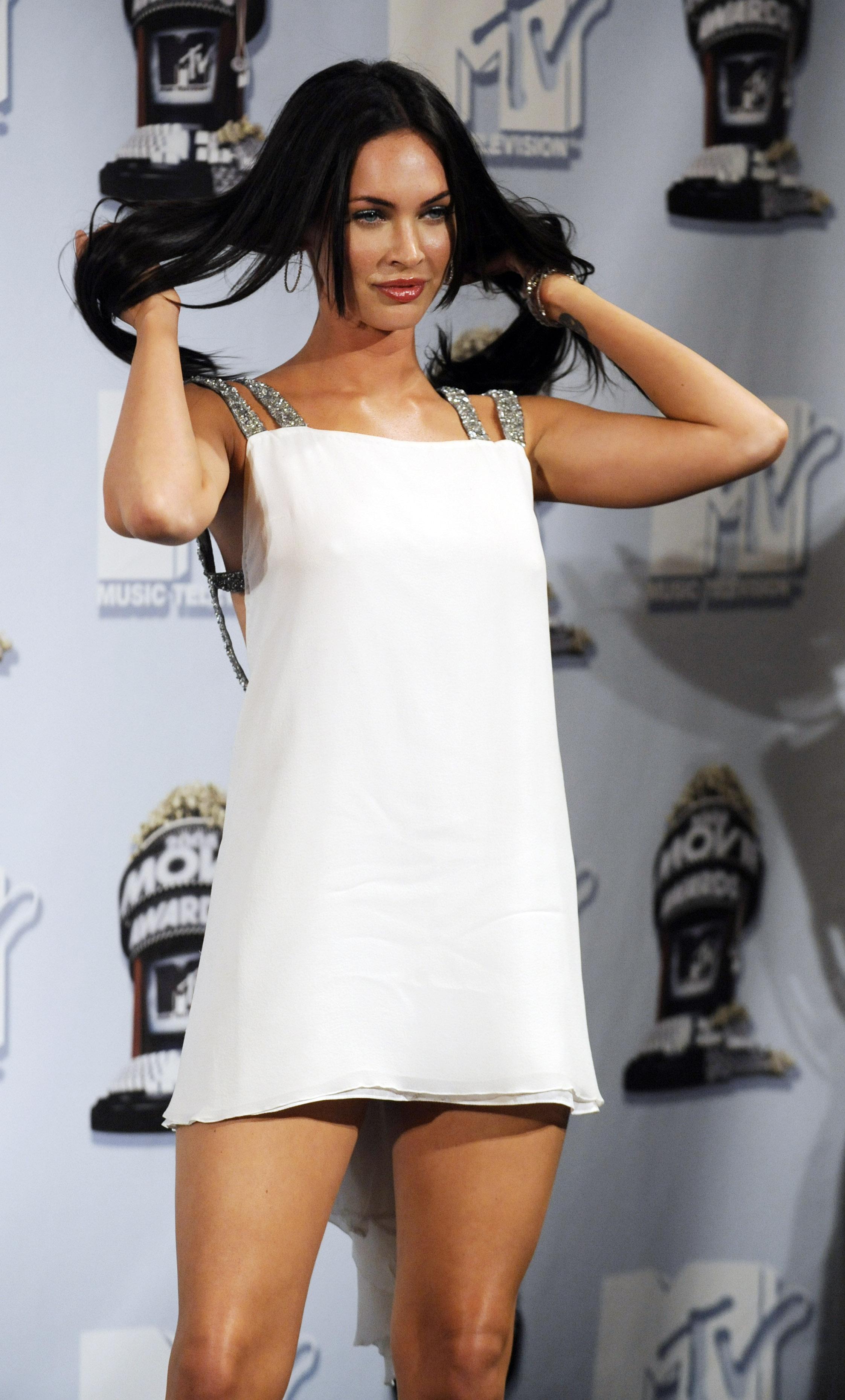 Megan_Fox___MTV_Movie_Awards_backstage__CU_ISA_010608_02_122_392lo.jpg