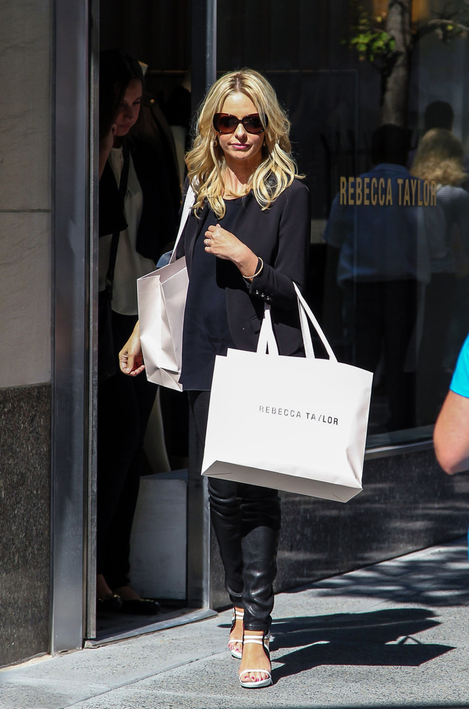 Sarah+Michelle+Gellar+seen+shopping+Rebecca+UkNjDmwQxMAx.jpg