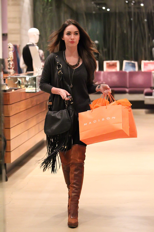 Tikipeter_Megan_Fox_shopping_at_Madison_boutique_054.jpg