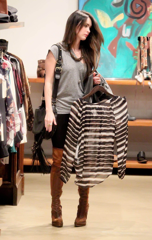 Tikipeter_Megan_Fox_shopping_at_Madison_boutique_003.jpg