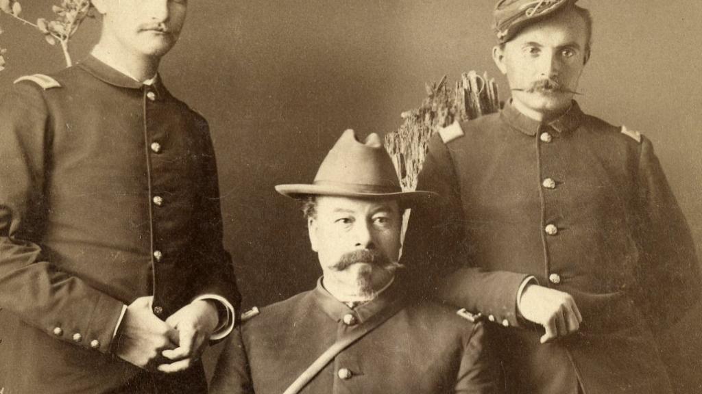 10 US Cavalry Officers.jpg