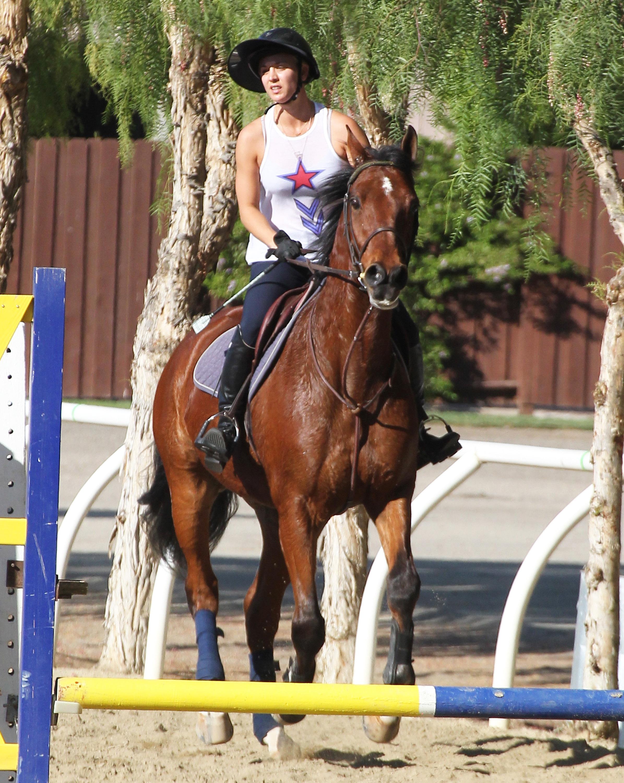 Kaley Cuoco horse riding LA 102414 23.jpg