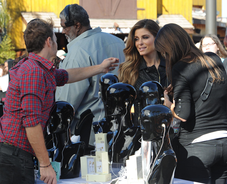 Maria Menounos on Extra Set December 1023.jpg