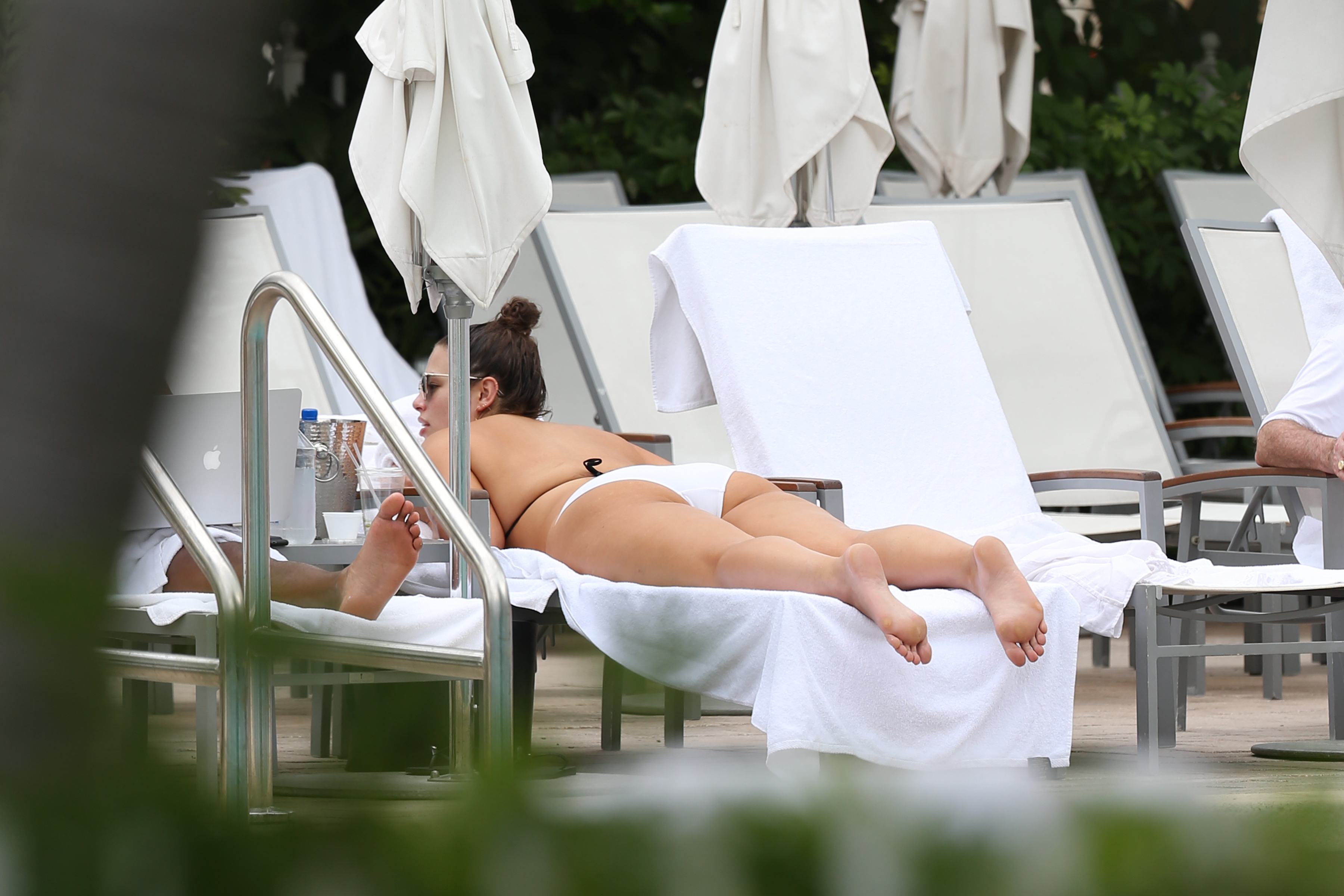 ashley-graham-laying-poolside-in-miami-march-2nd-2017-5.jpg