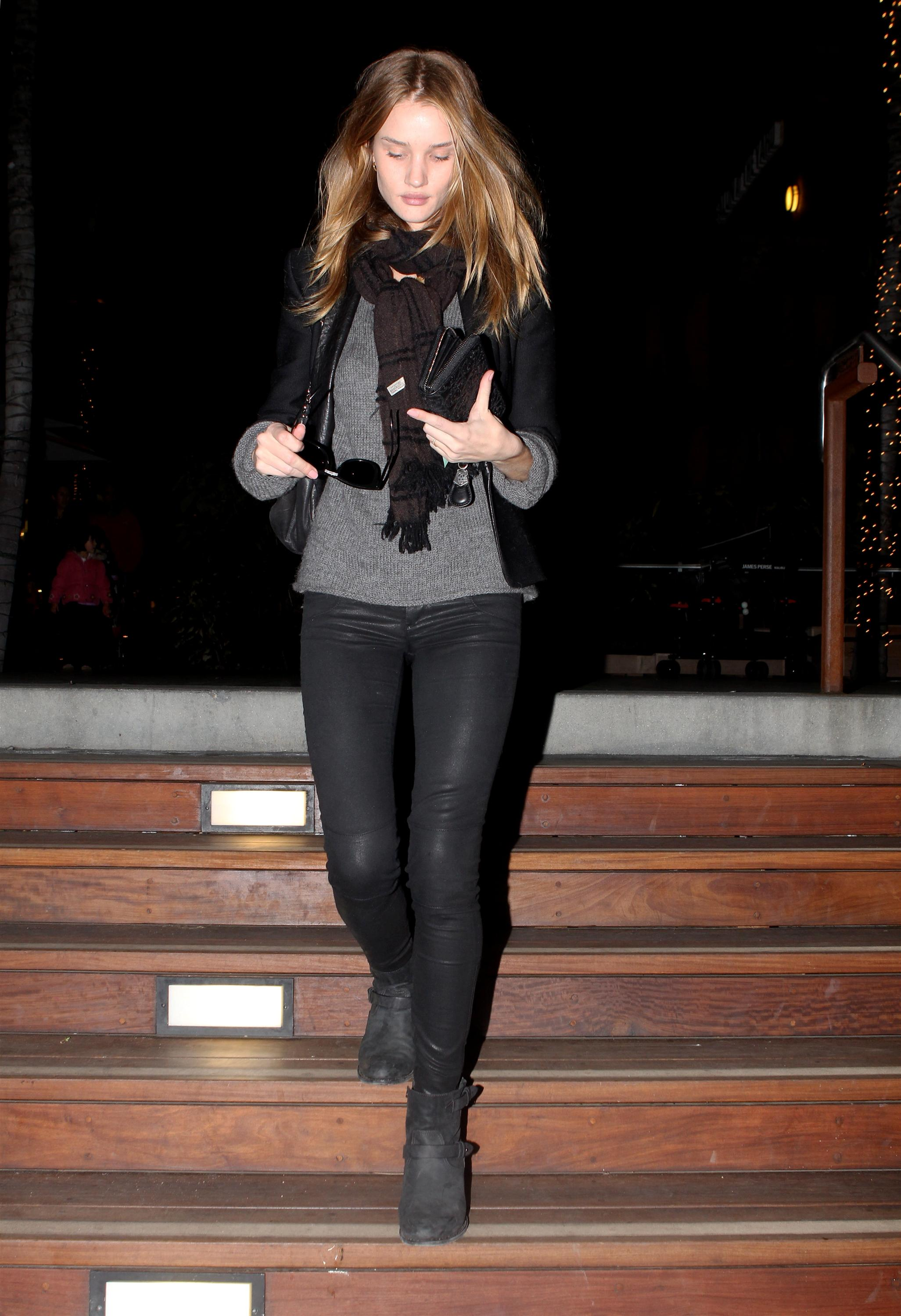 Rosie Huntington-Whiteley 18.12.2011 01b.jpg