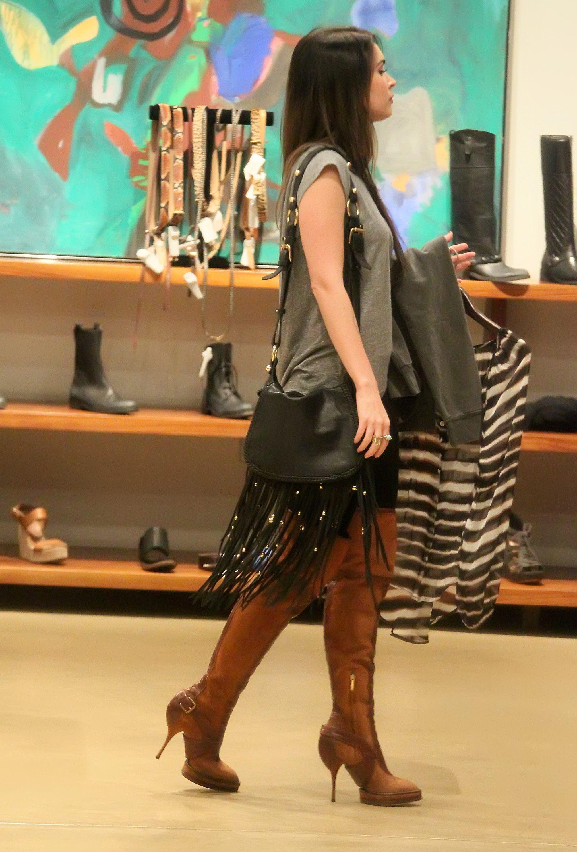 Tikipeter_Megan_Fox_shopping_at_Madison_boutique_033.jpg