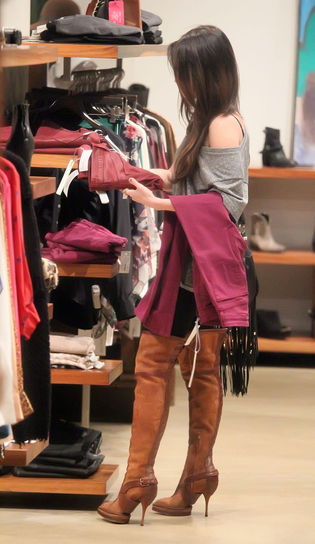 Tikipeter_Megan_Fox_shopping_at_Madison_boutique_009.jpg
