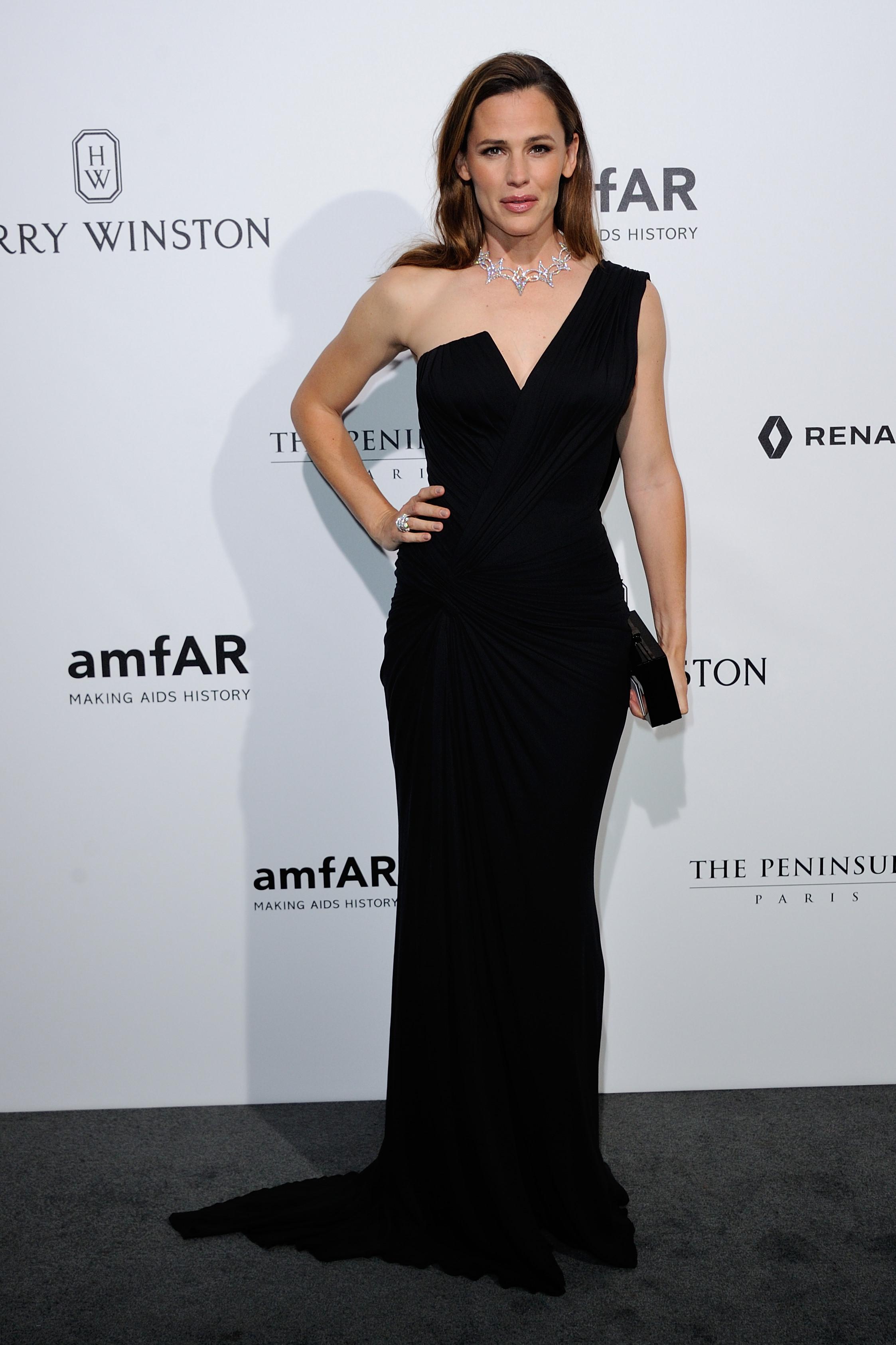 Jennifer Garner attends the Amfar Dinner at The Peninsula Hotel during Paris Fashion Week - July 3-2