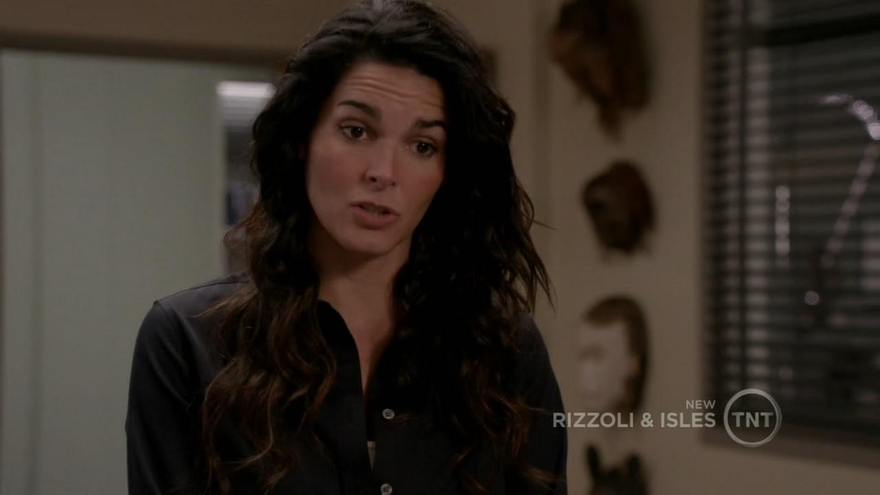 Rizzoli.and.Isles.S02E09.720p.HDTV.x264.mkv_snapshot_11.24_[2014.12.26_02.25.22].jpg