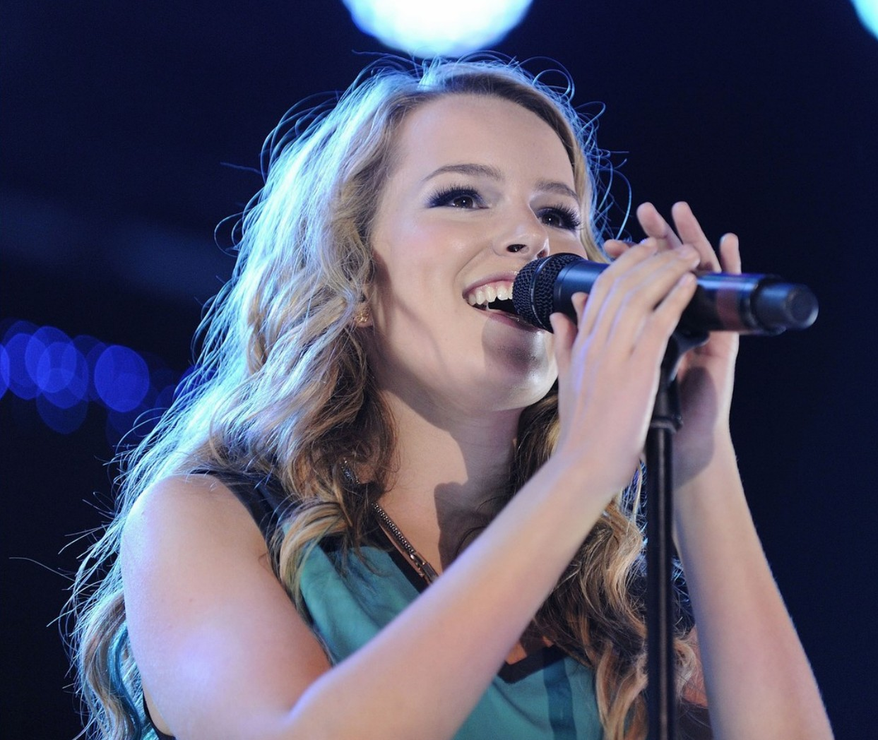 Bridgit_Mendler_Performance_Toronto_August_26_2012_ (16).jpg