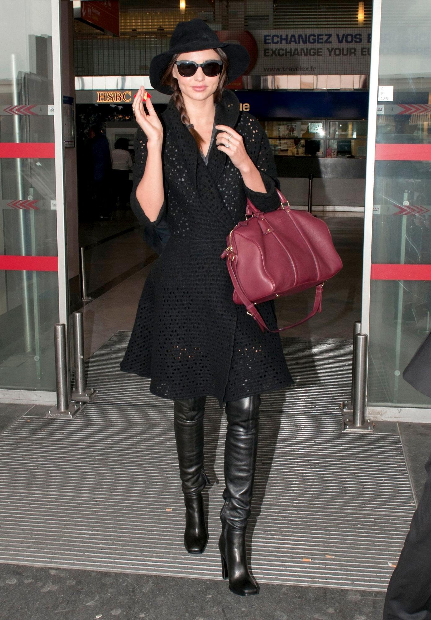 Miranda Kerr - Roissy Airport, Paris - 050312_001.jpg