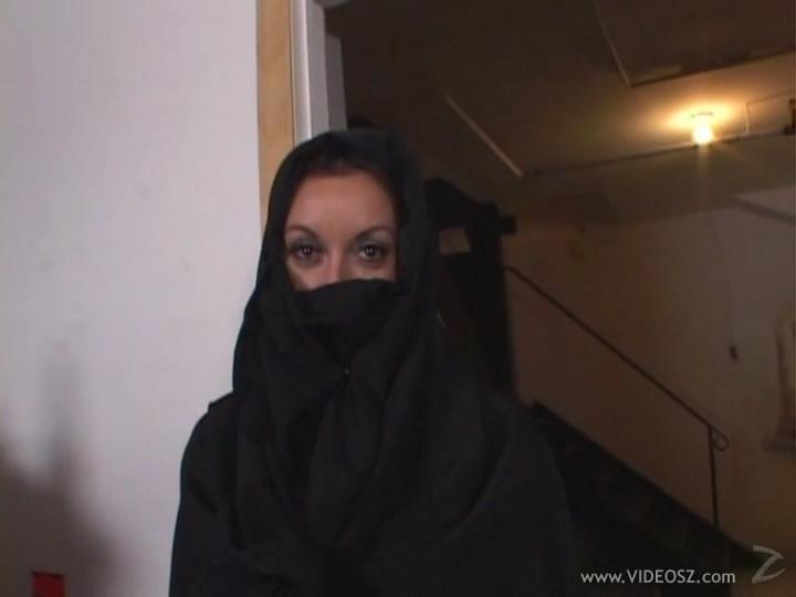 Persia Monir - Arab Street Hookers #3.mp4_snapshot_00.59_[2013.09.03_20.43.34].jpg